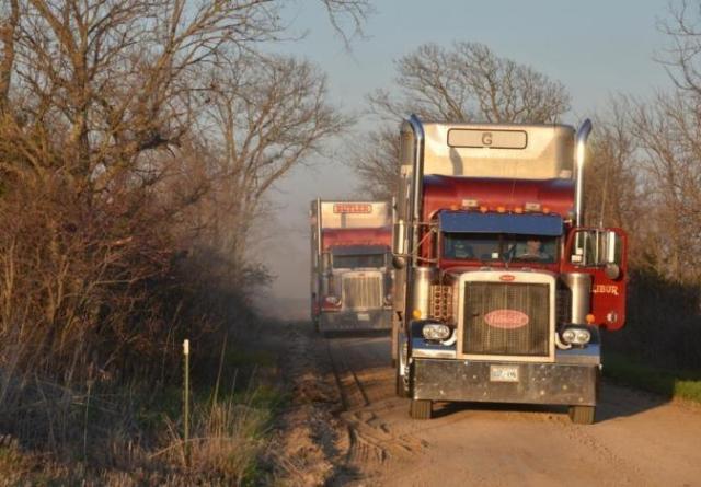 TruckersSemiTrailersGravelRoad